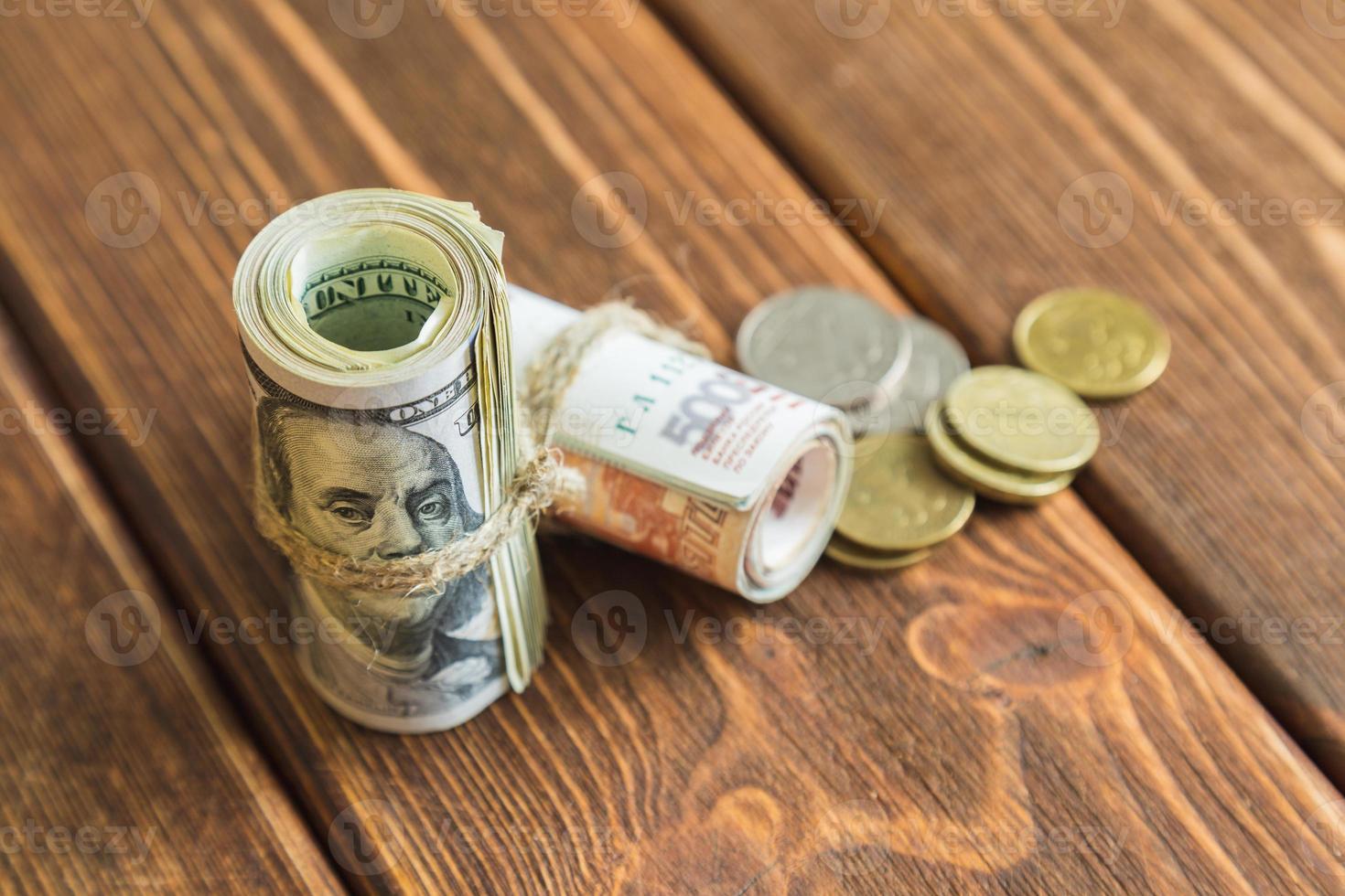 dinheiro na mesa foto