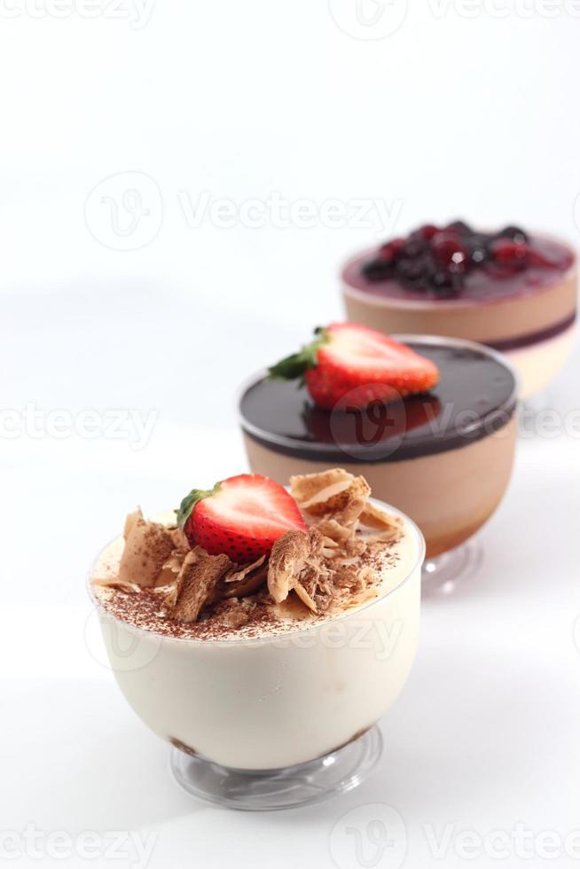 mousse de chocolate branco e chocolate ao leite foto