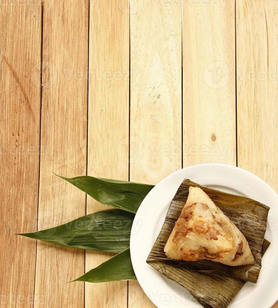 bolinhos de arroz chinês asiático ou zongzi foto