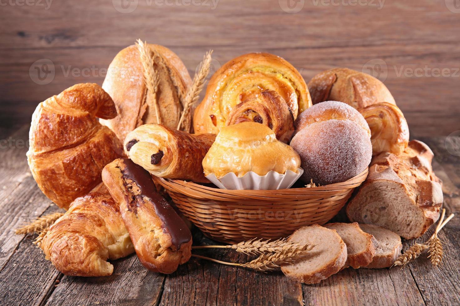 croissant e pão foto