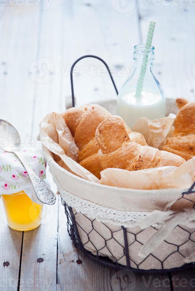 croissants franceses frescos foto