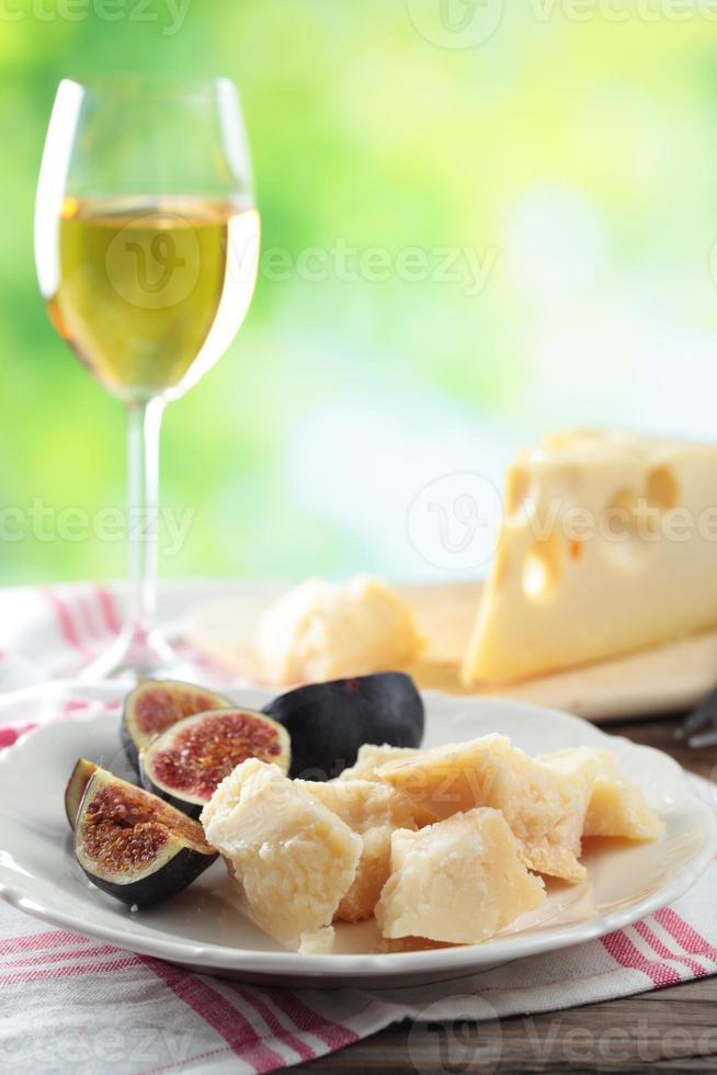 queijos, figos e vinho foto