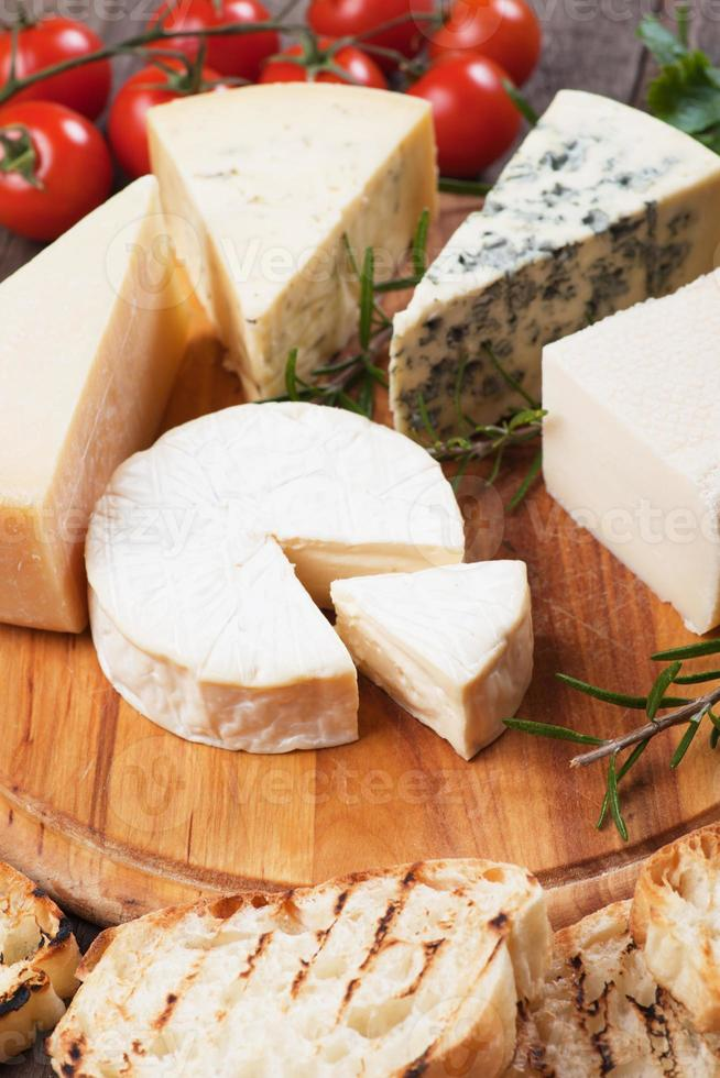prato de queijos foto