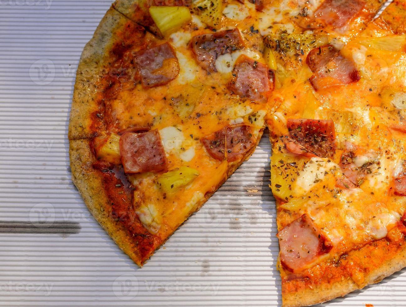 pizza havaiana na caixa. foto