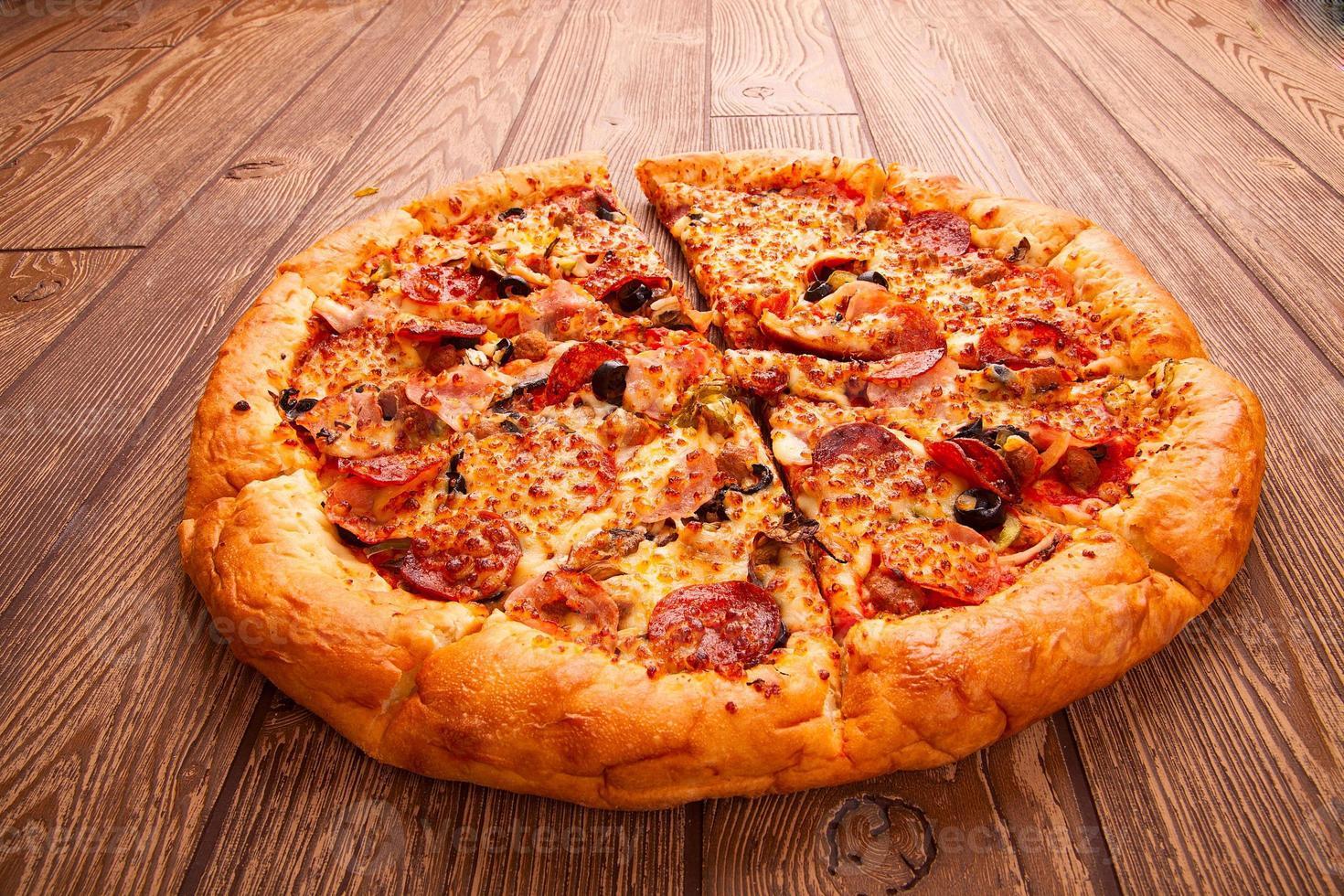 deliciosa pizza fresca foto