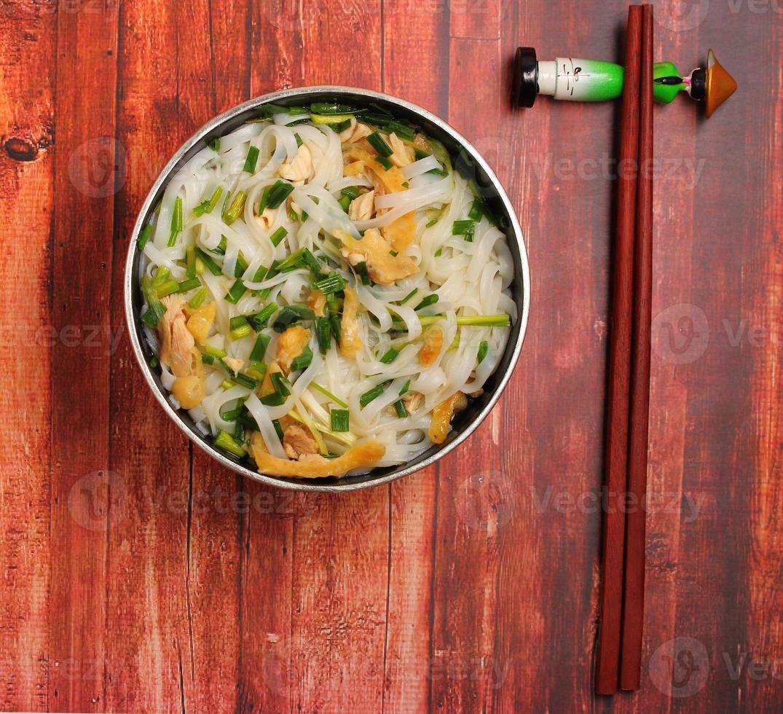 sopa de macarrão de galinha hanoi pho foto