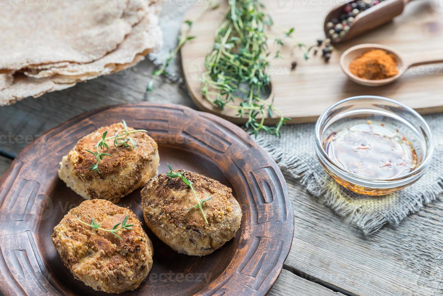 falafel com tortilhas de trigo integral foto