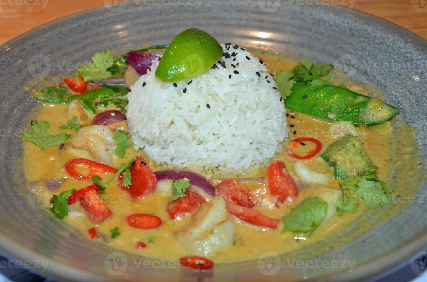 caril tailandês de camarão foto