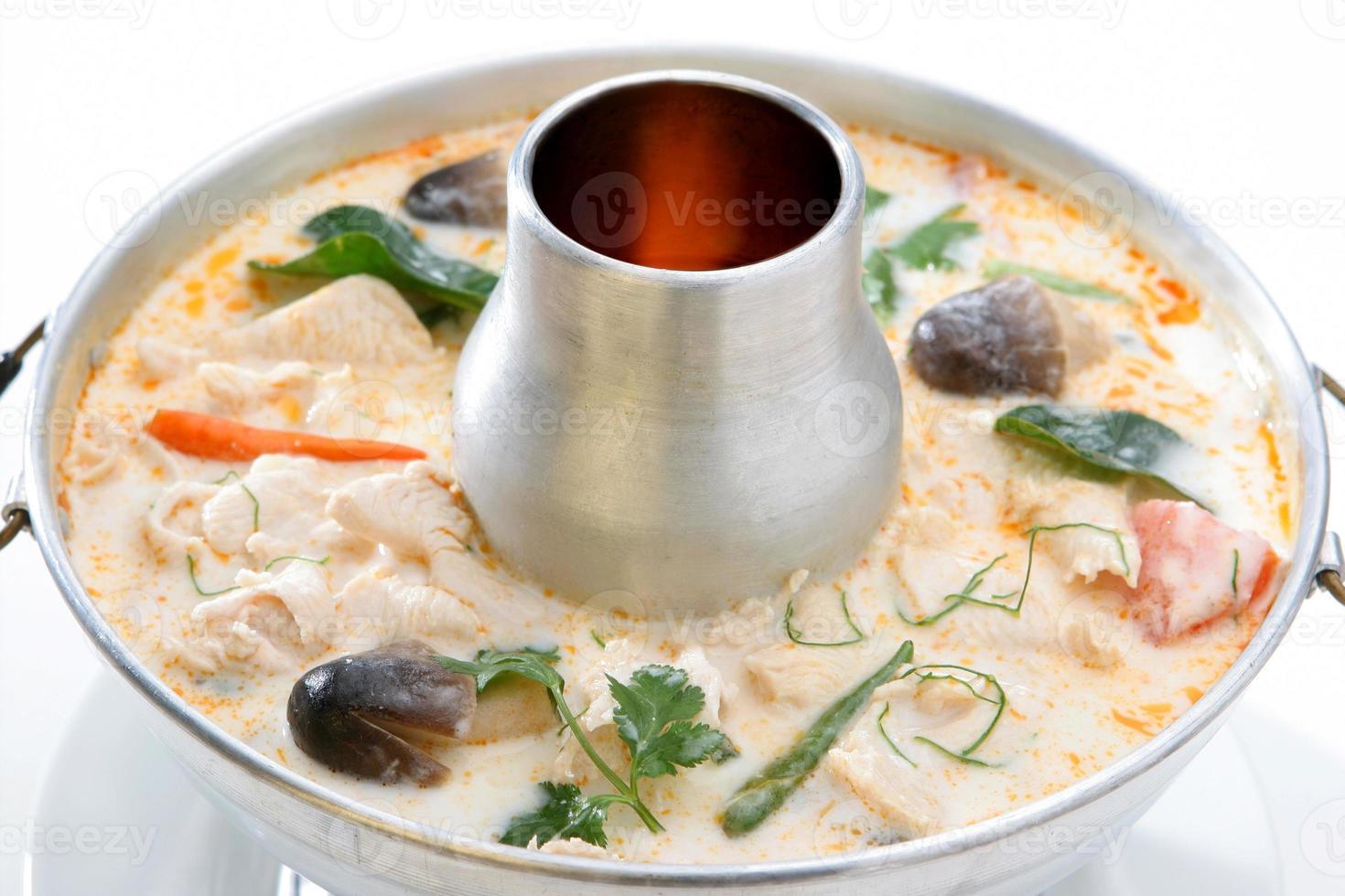 comida tailandesa de tom kha gai foto