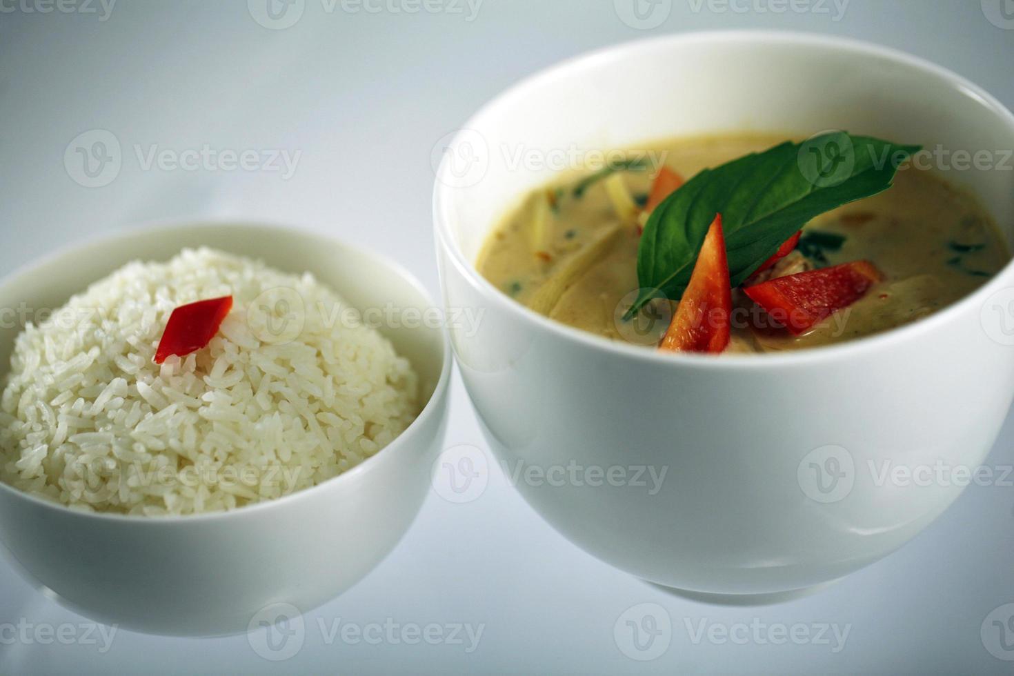curry verde tailandês com arroz foto