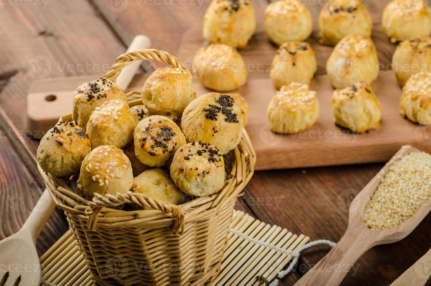 mordidas de queijo com alho e queijo azul foto