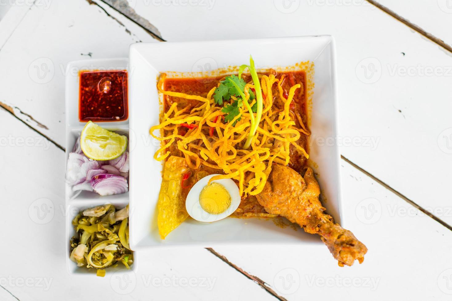 khao soi - comida tradicional tailandesa foto