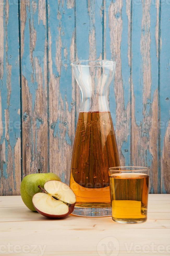 suco de maçã fresco foto