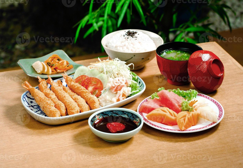 comida tempura o menu popular japonês foto