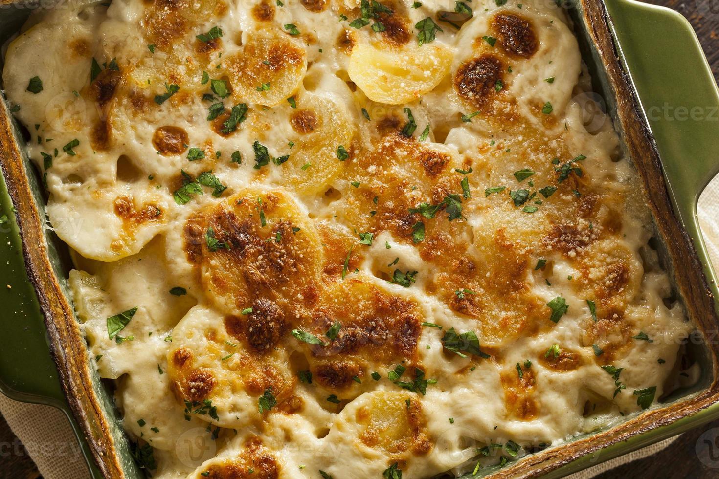 batatas recheadas com queijo caseiras foto