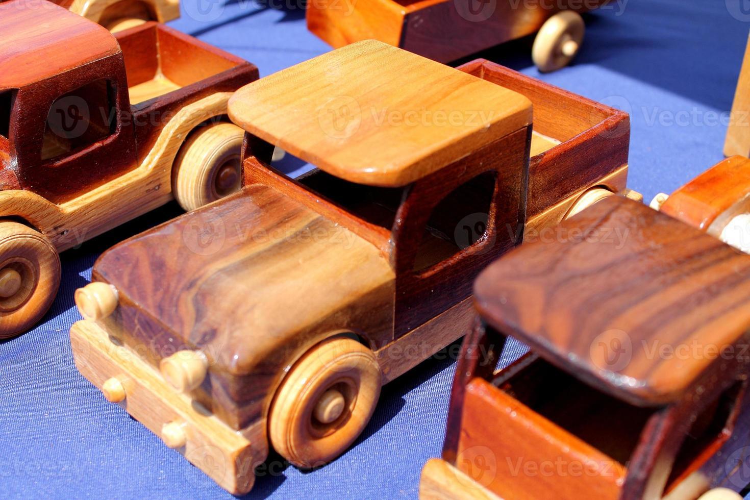 caminhões de madeira foto