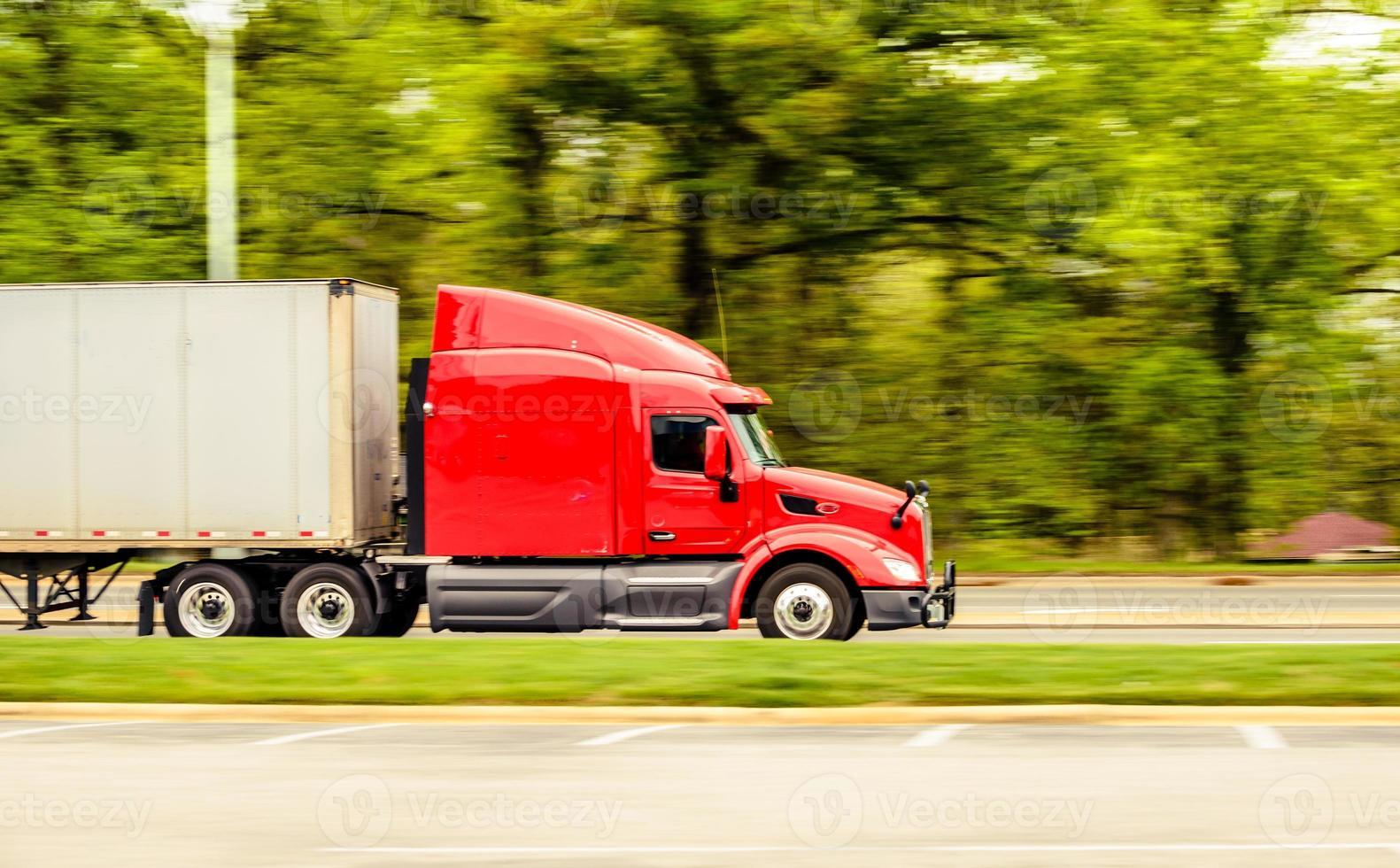 caminhão vermelho foto