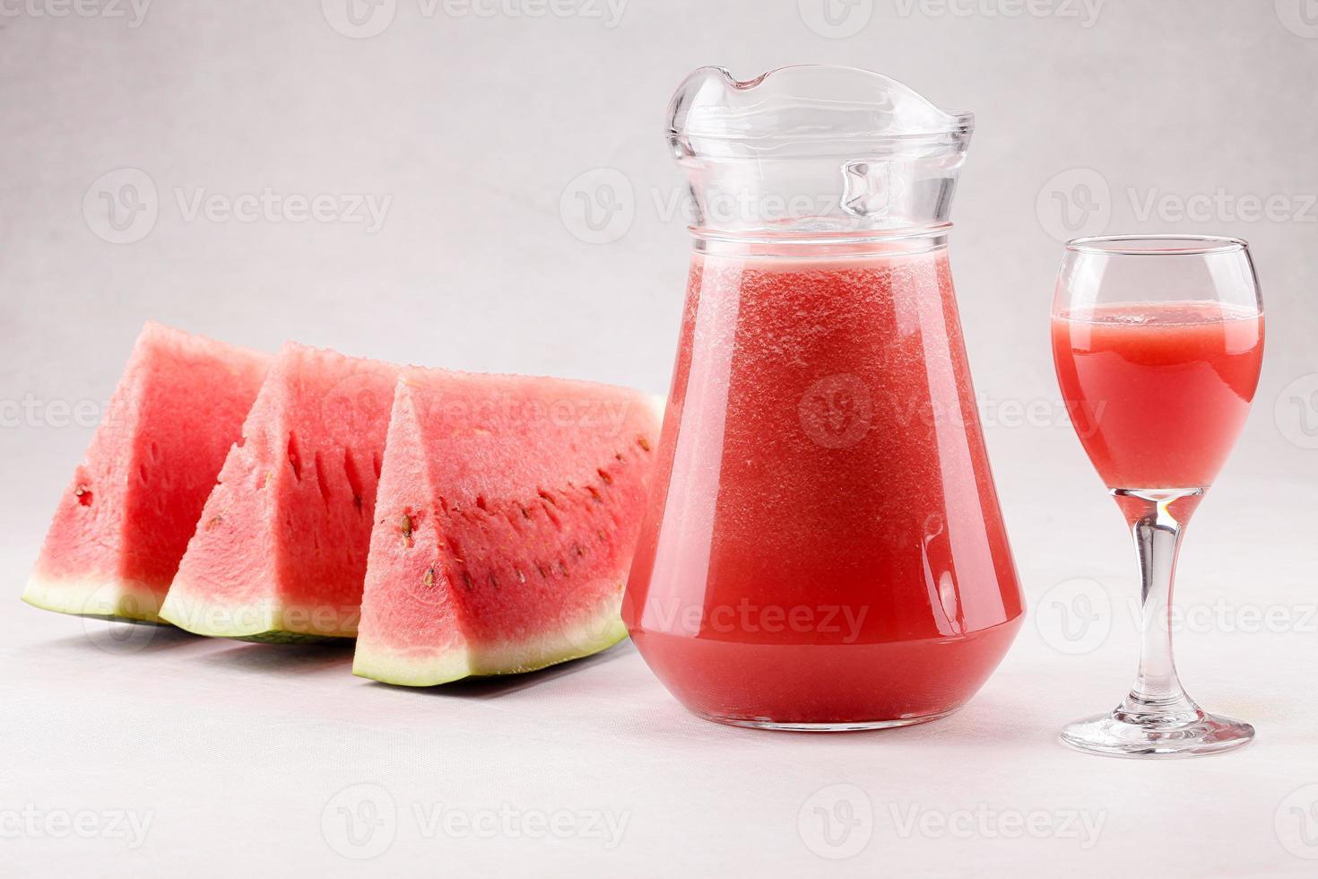 melancia e suco de melancia foto