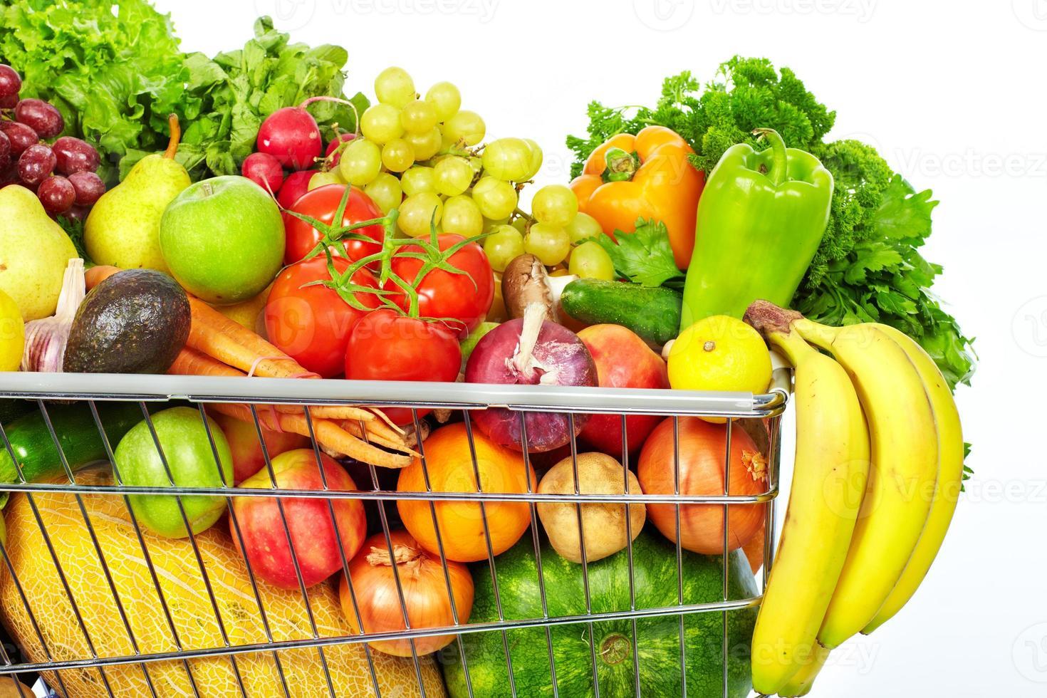 Carrinho De Compras Com Legumes E Frutas Foto De Banco De Imagens