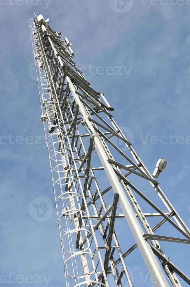 torre de telecomunicações com antenas foto