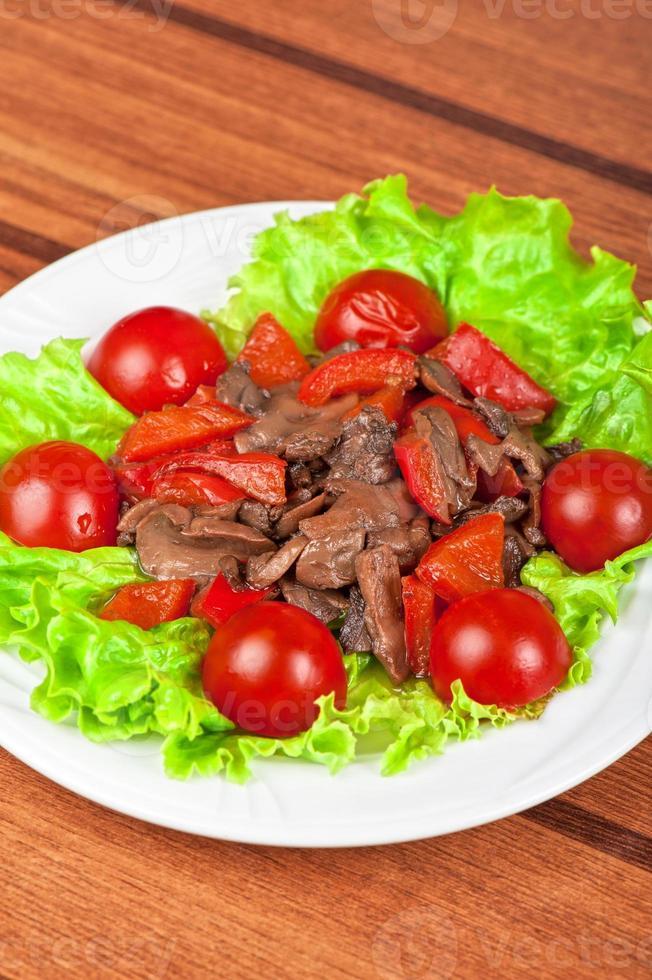 cogumelos e carne assada foto