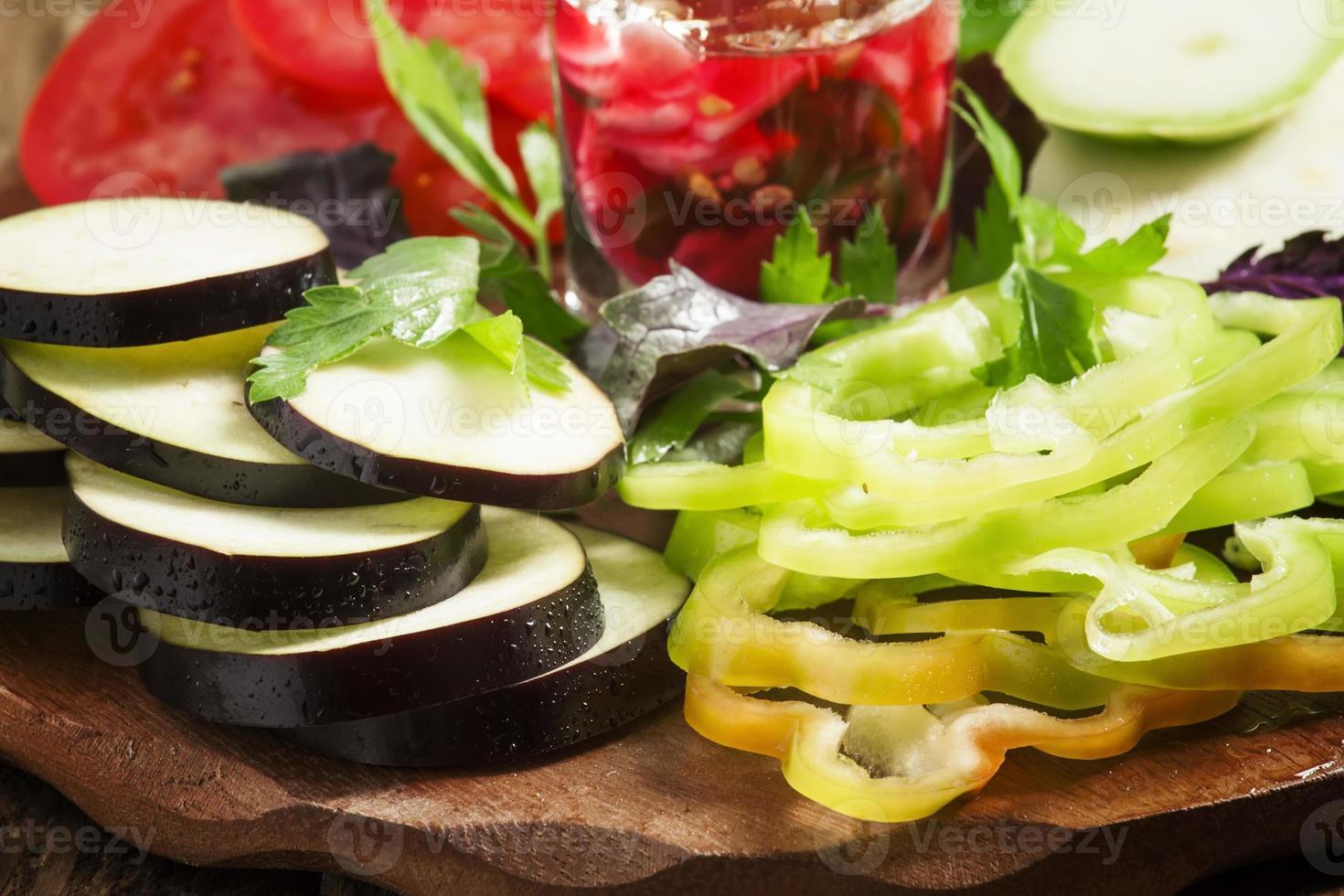 legumes fatiados, foco seletivo foto