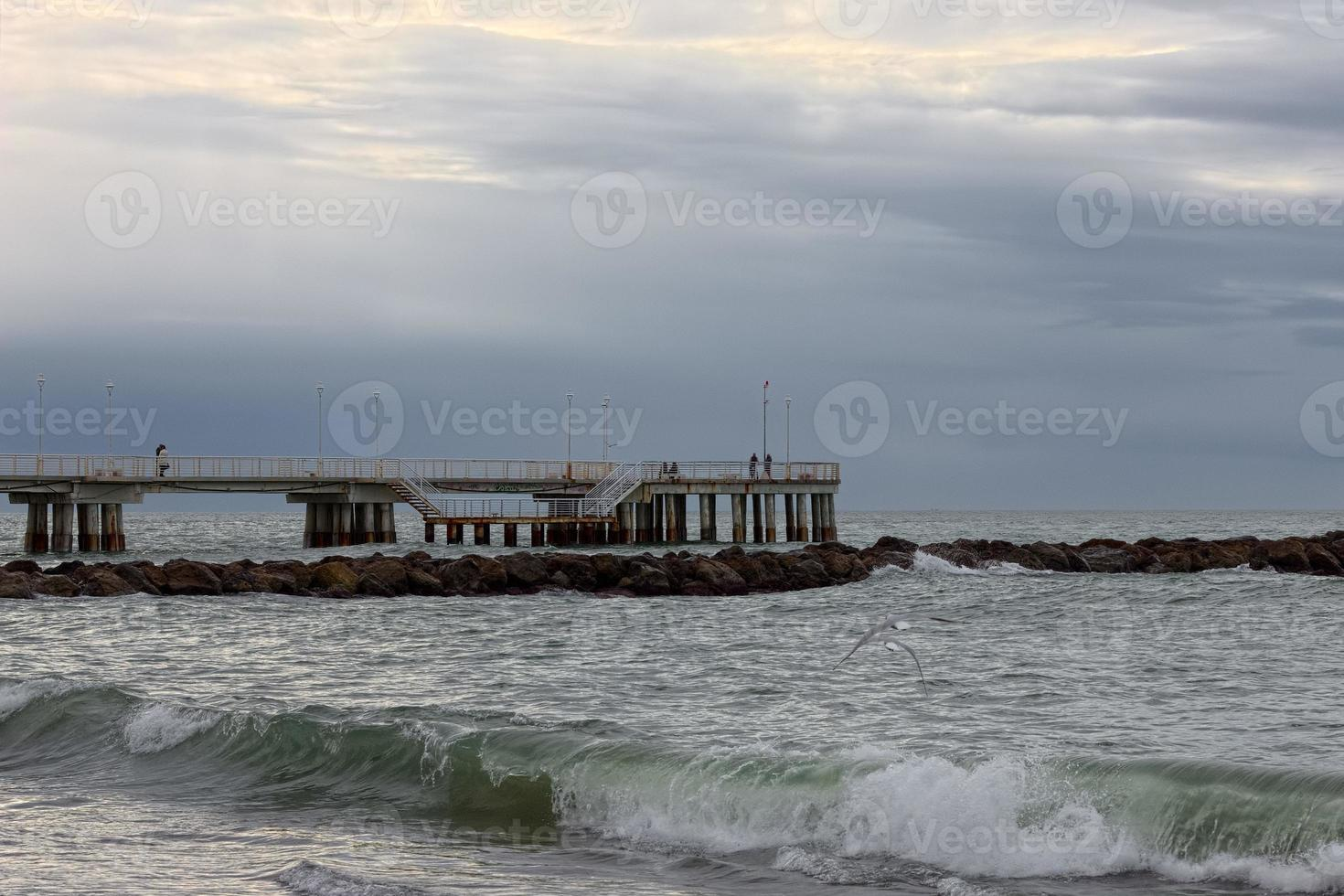 tempestade na doca em versilia perto de viareggio foto