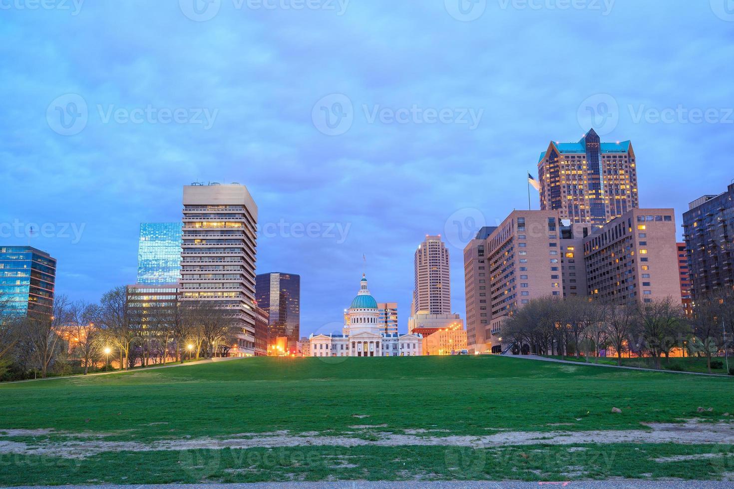 cidade de st. louis skyline. imagem de st. louis downtown foto