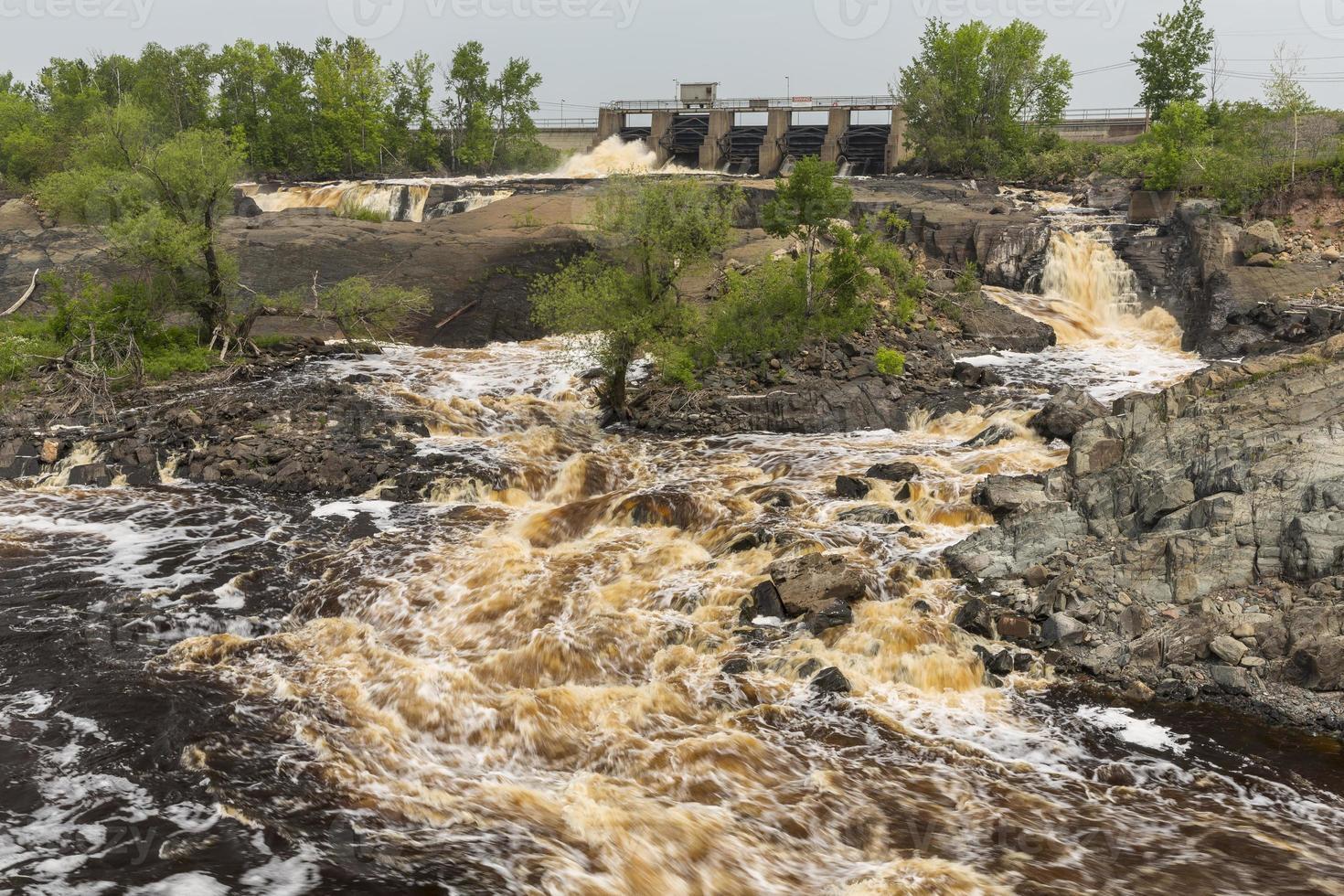st. louis river dam cênica foto