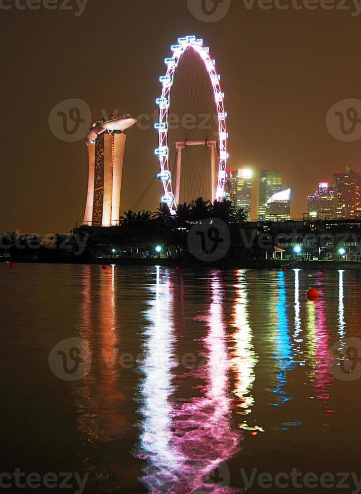 skyline de noite de cingapura foto