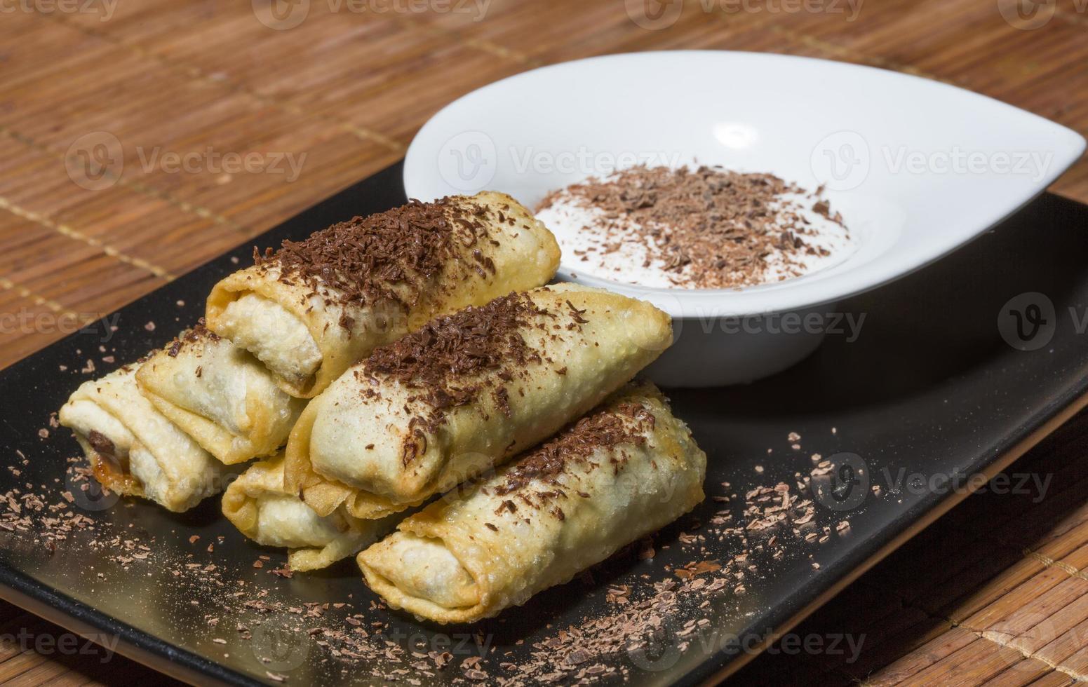 rolinhos primavera de chocolate e banana foto