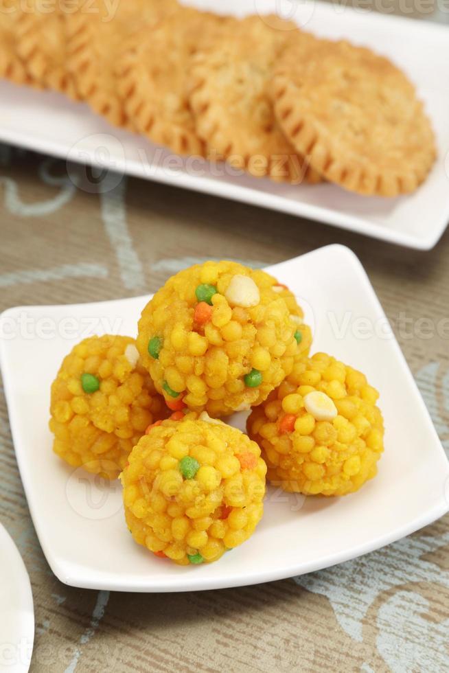 doces indianos motichoor laddu ou laddoo foto