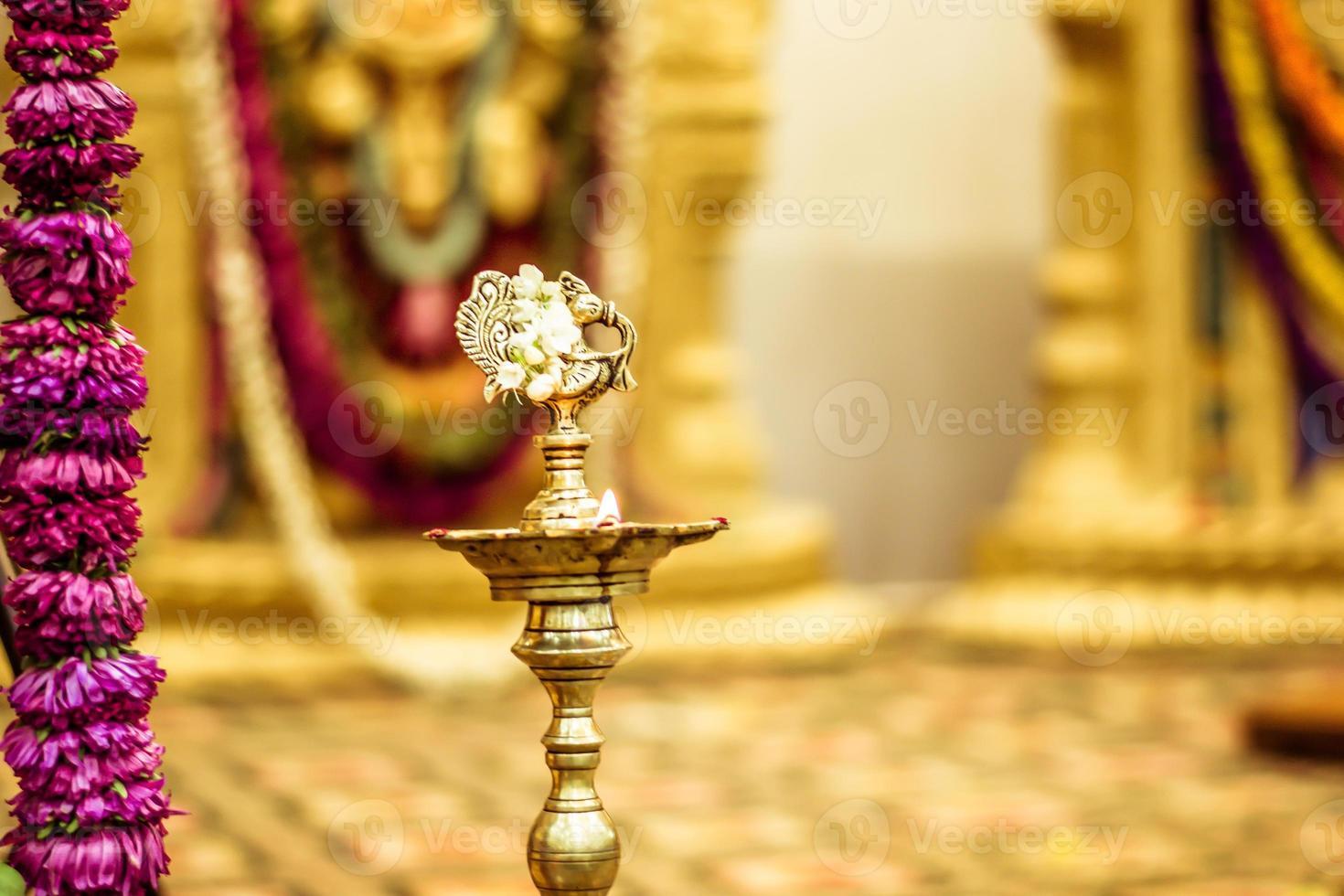 lâmpadas de óleo indiano tradicional foto