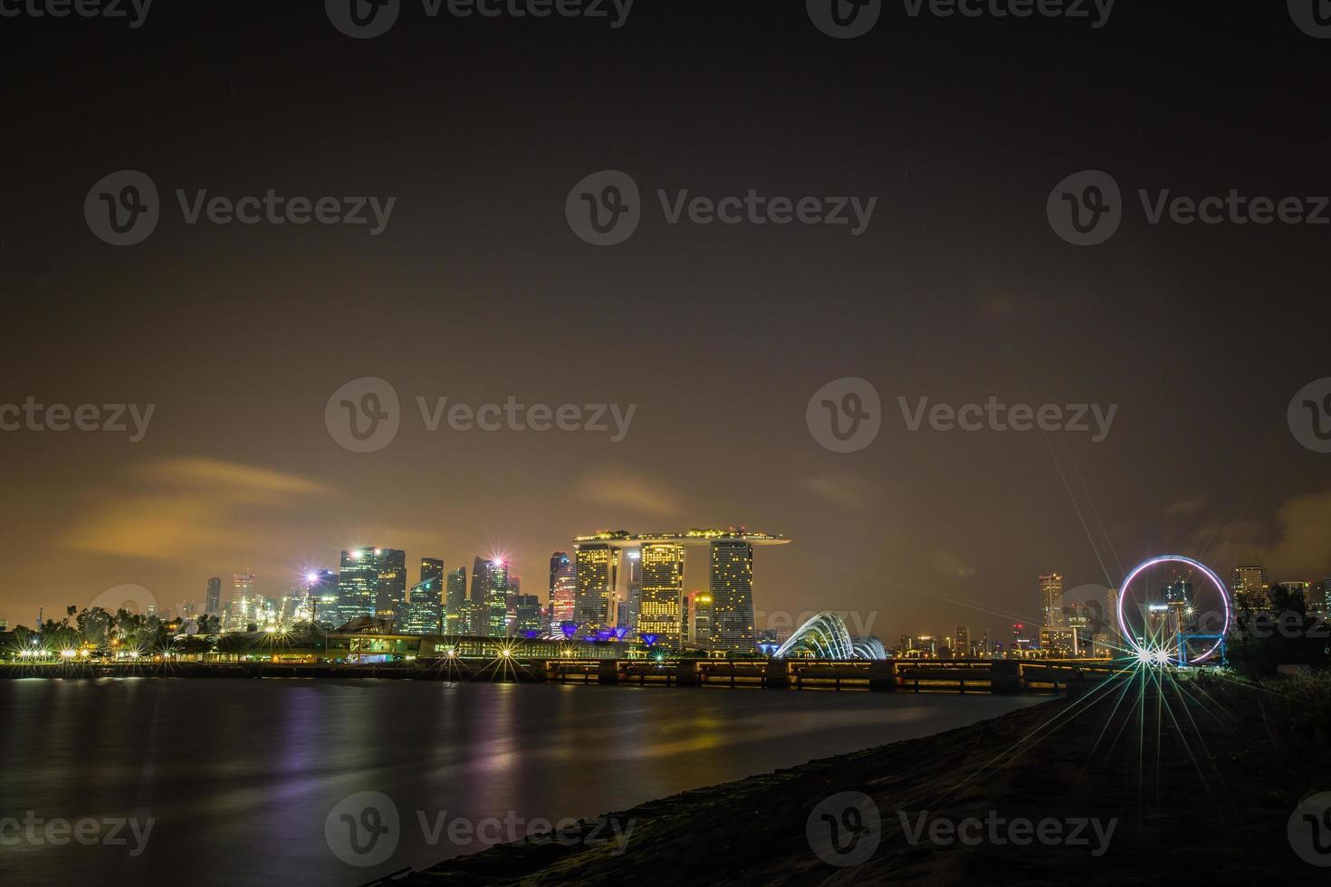 cidade de cingapura antes do amanhecer foto