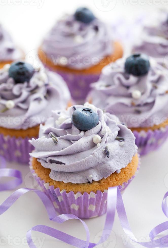 cupcakes de mirtilo e lavanda foto