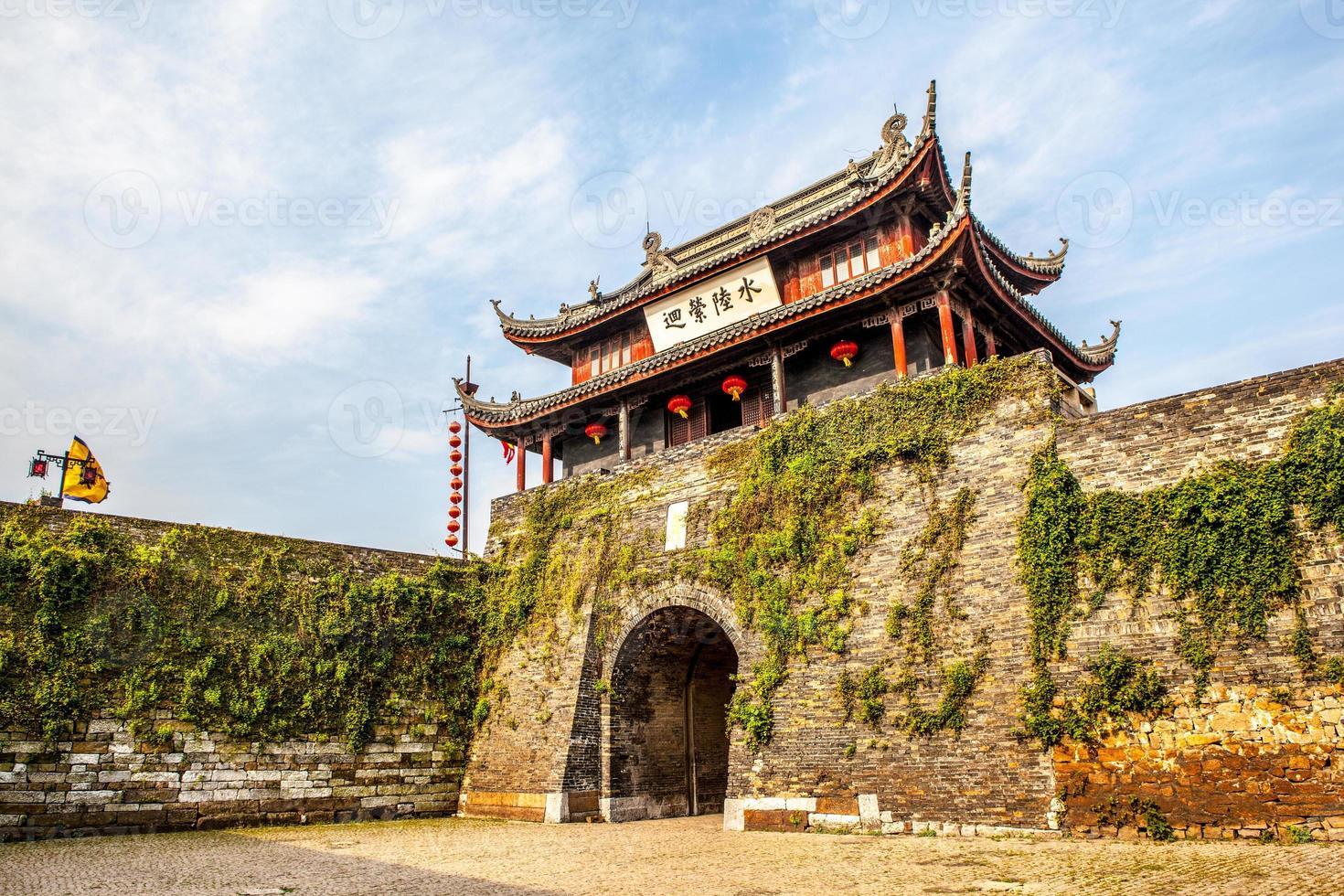 portão da cidade antiga foto