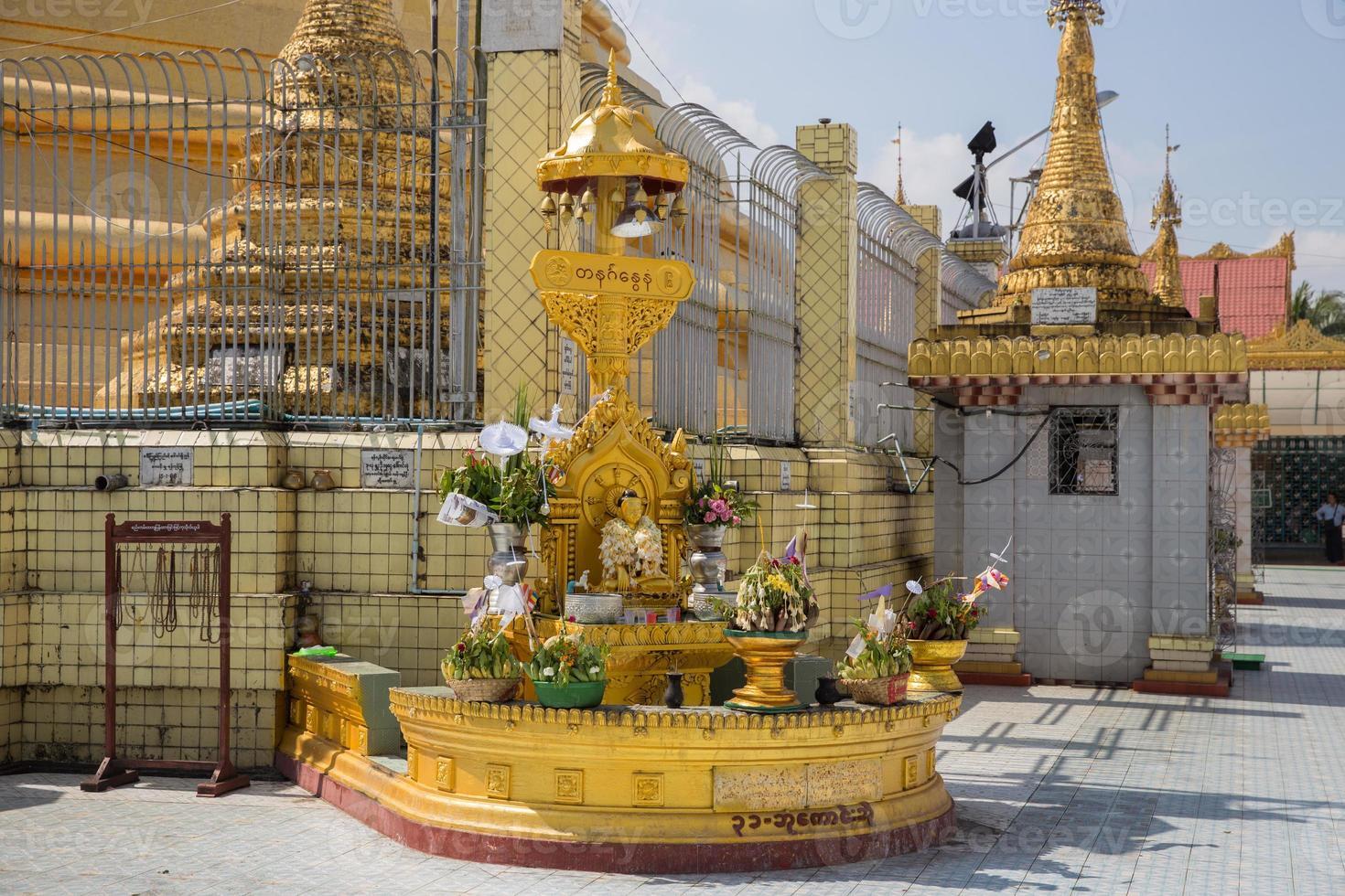 pagode botataung, yangon, myanmar foto