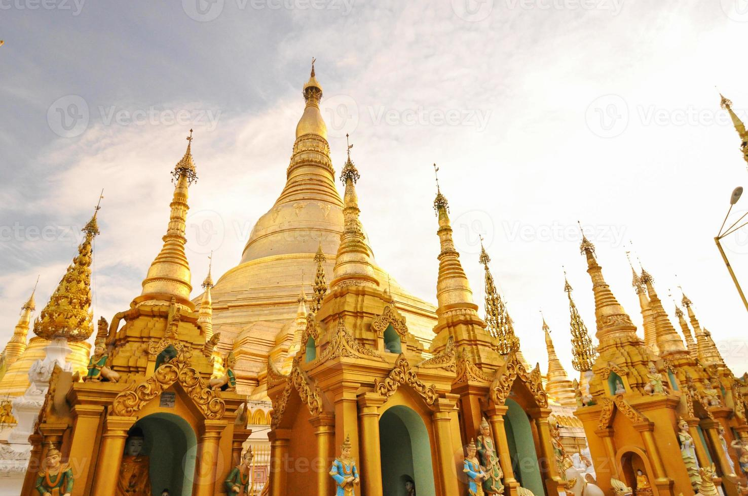 shwedagon paya em yangon, myanmar foto