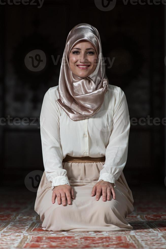 retrato de jovem muçulmano foto