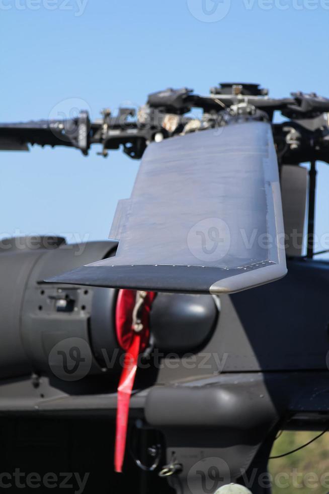 close-up de uma lâmina de rotor de helicóptero foto