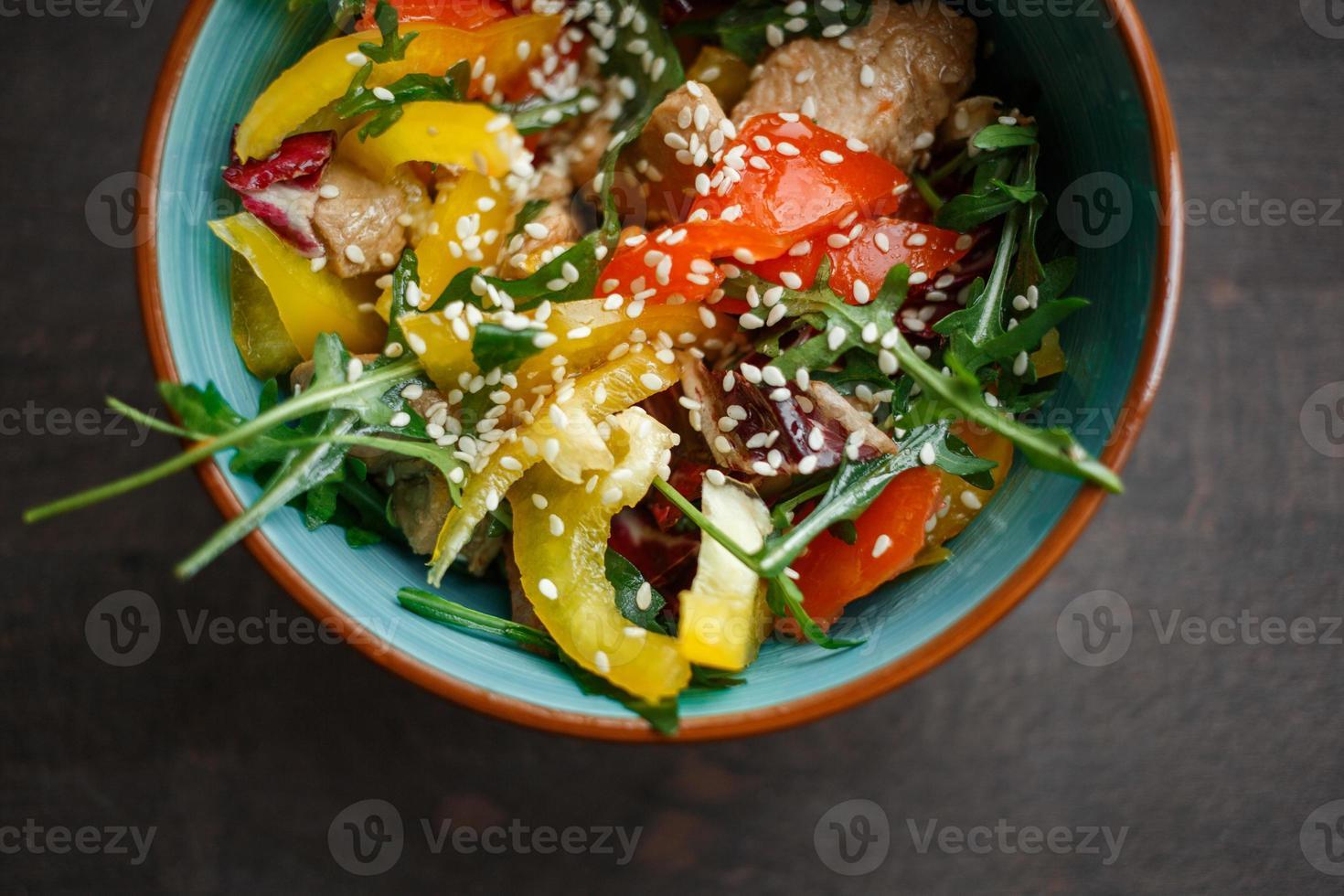 prato com salada foto