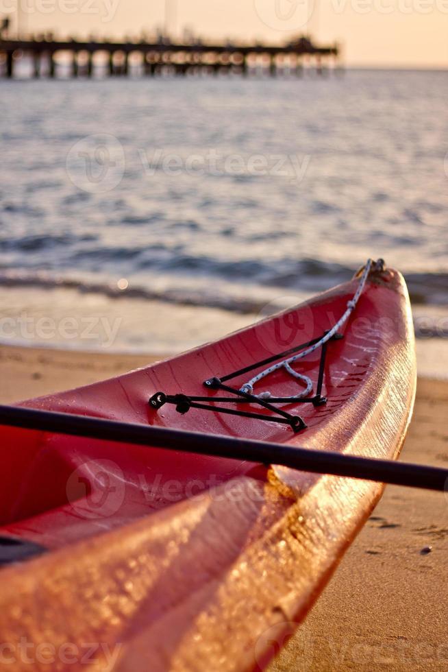caiaque de praia de manhã cedo foto
