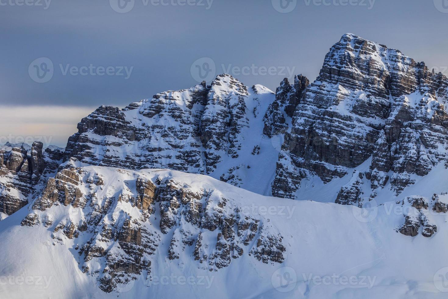 paisagem de montanha do inverno na Áustria foto