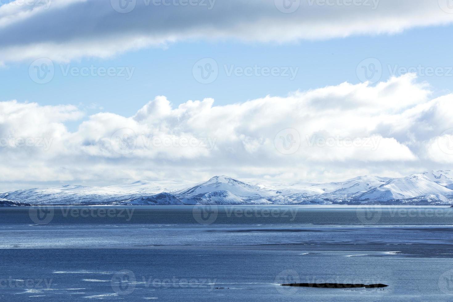impressionante paisagem montanhosa de inverno foto