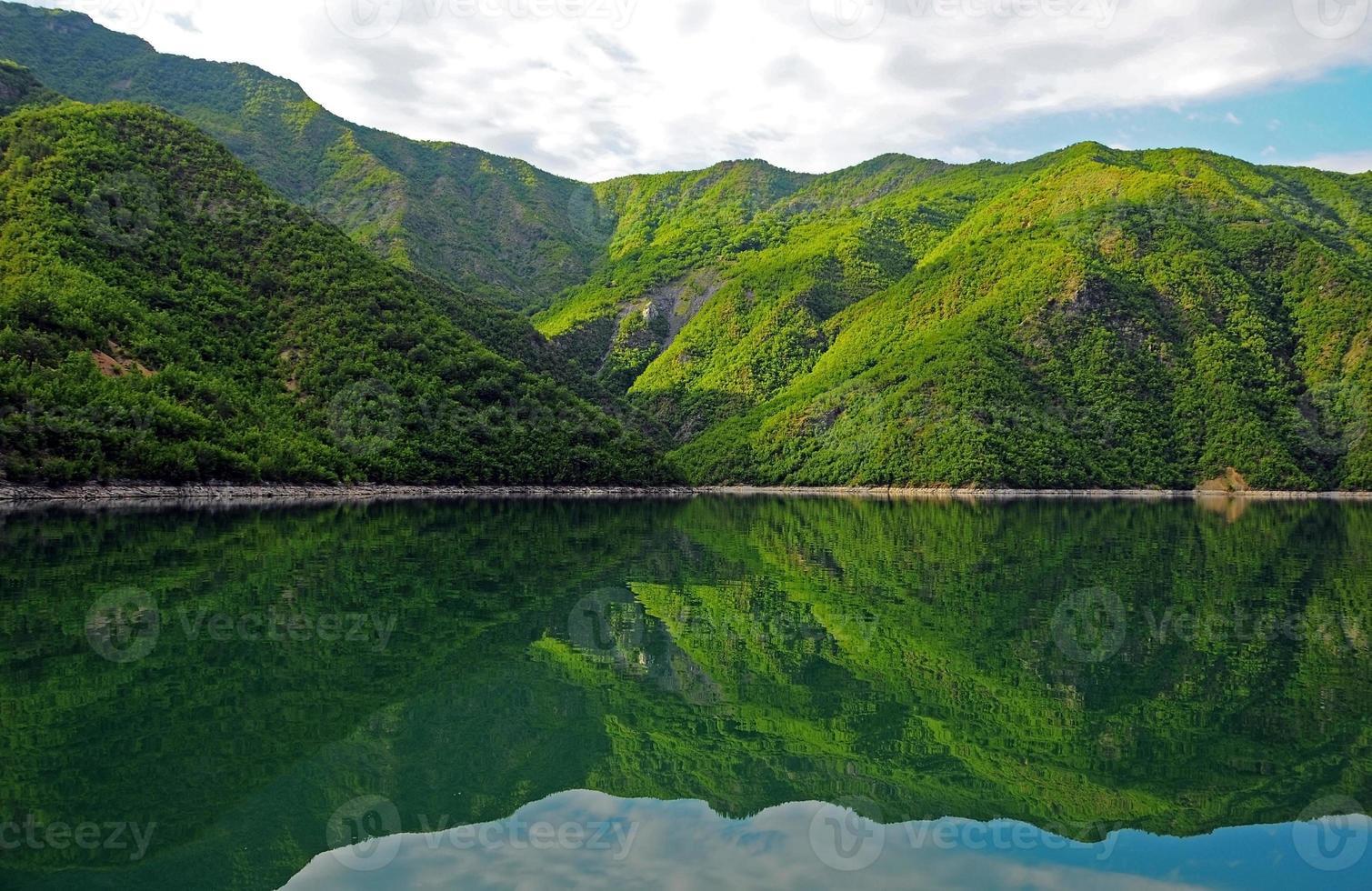 Lake Komani foto
