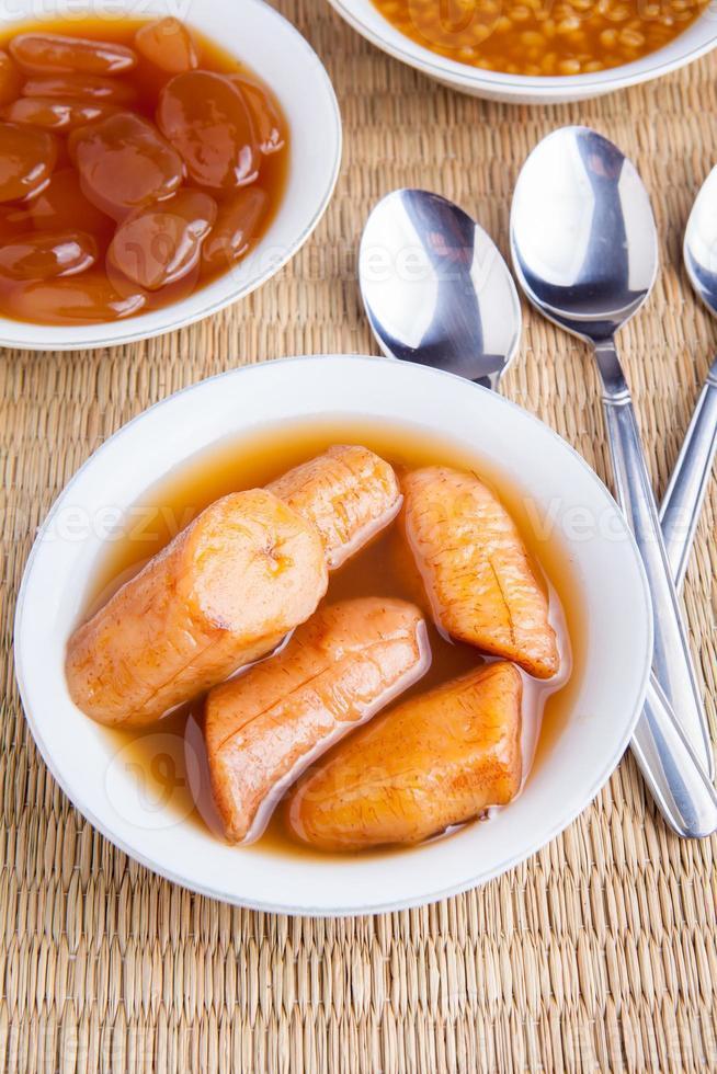 comida tradicional ramadan banana compota close-up vista foto