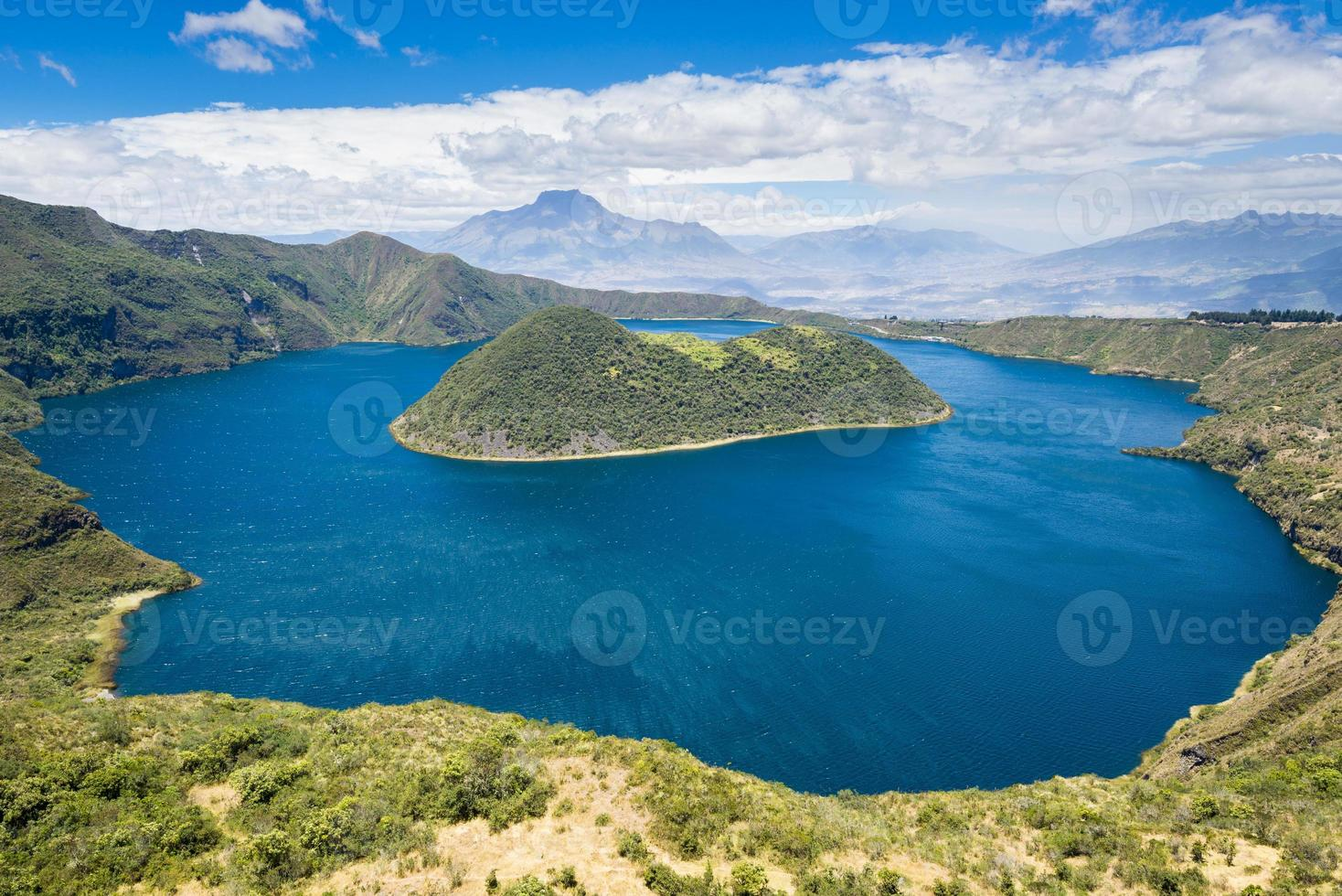lago da cratera cuicocha, cotacachi-cayapas, equador foto