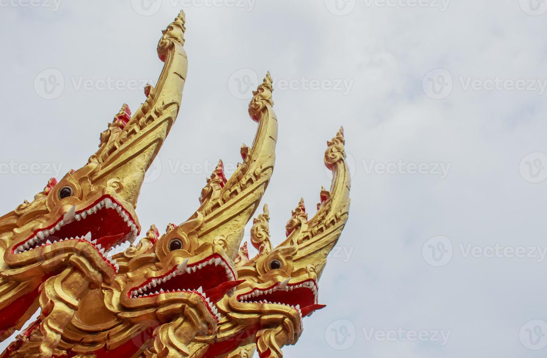 templo do norte tailandês do estilo da grande serpente, foto