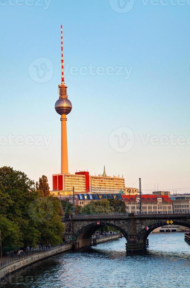 paisagem urbana de Berlim de manhã cedo foto