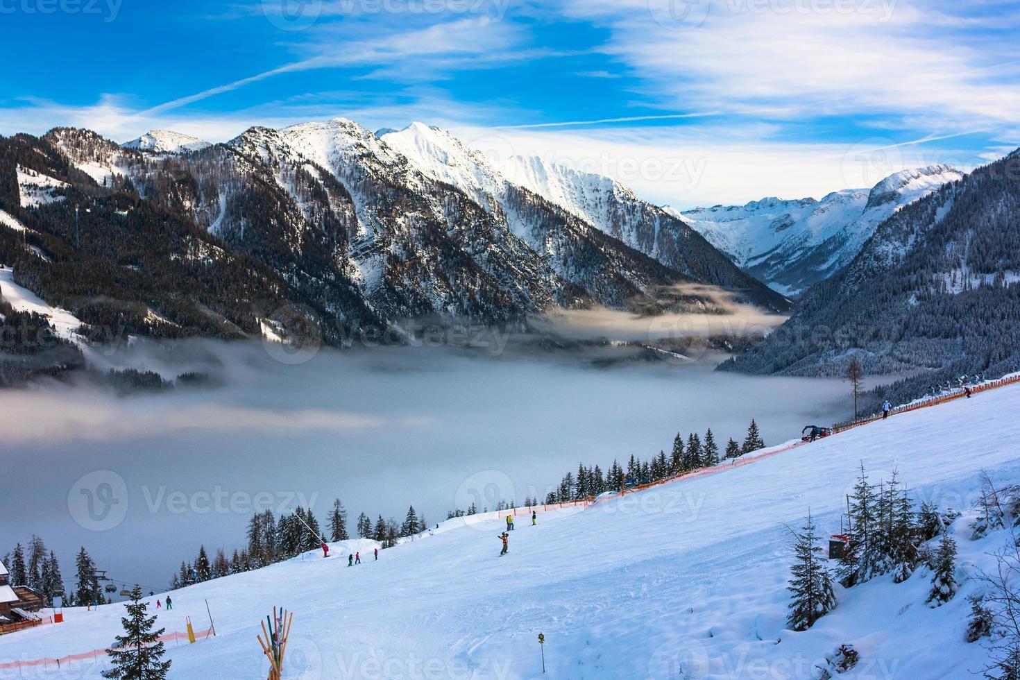 estância de esqui de montanhas na áustria - foto